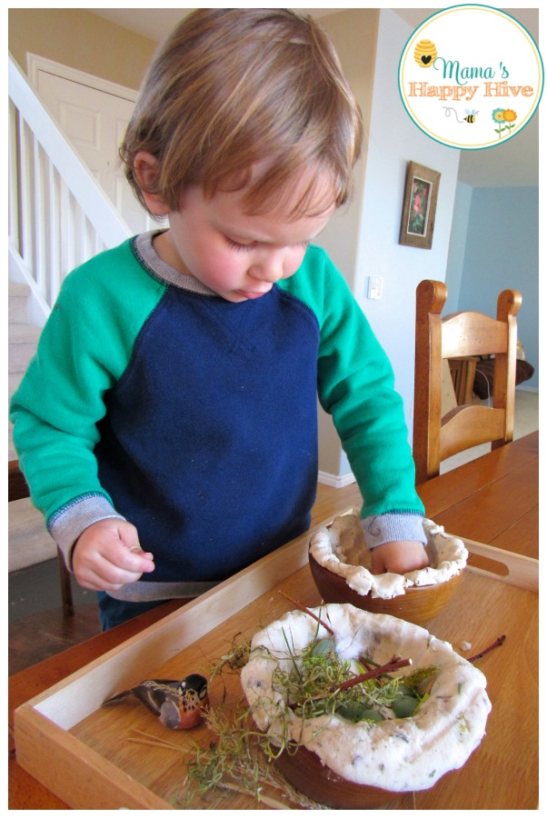 Children love sensory play! This is an easy build a bird nest activity your child will love! - www.mamashappyhive.com - www.mamashappyhive.com