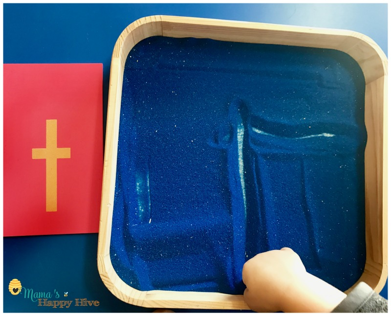 This lovely post will define the Montessori method by discussing its founder, multi-age sensitive periods, and the child's absorbent mind. - www.mamashappyhive.com